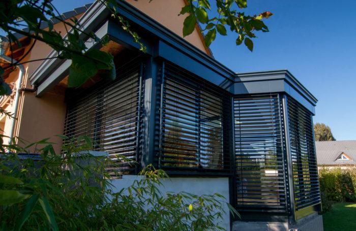 des stores pour quiper votre v randa lux zenithal. Black Bedroom Furniture Sets. Home Design Ideas